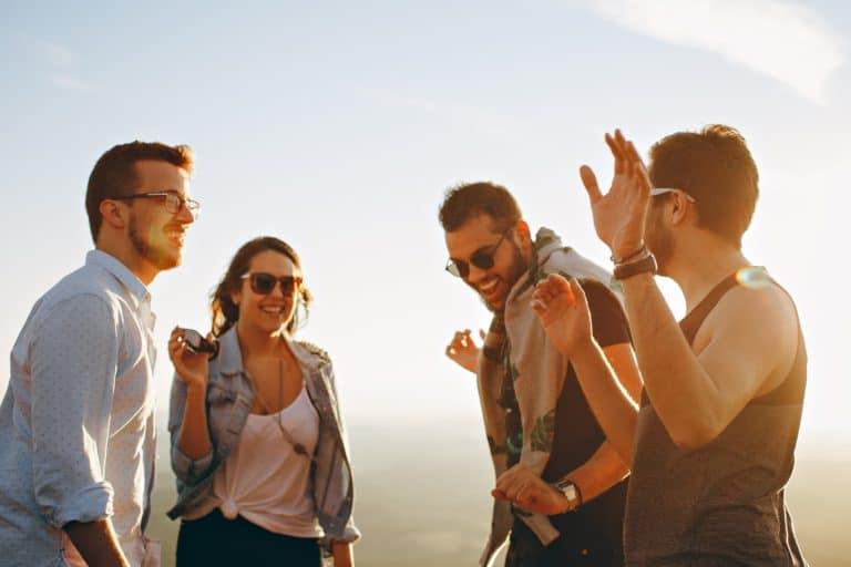Humor in der Gruppe macht doppelt Spaß und erhöht die Lebensfreude